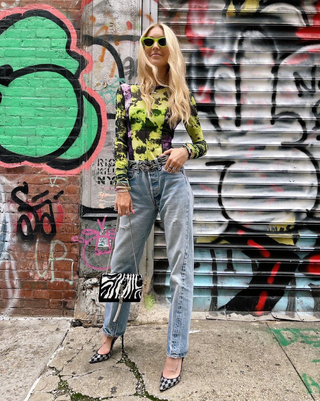 Green body for outfits with mom jeans