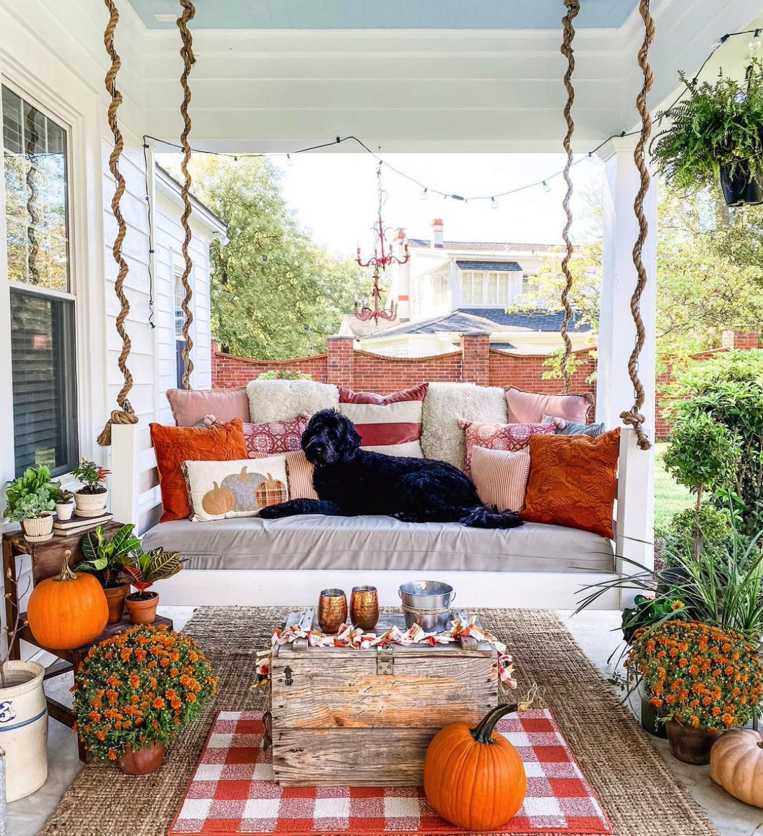 Pumpkin Mothers-and-Swing Porch Decoration Ideas