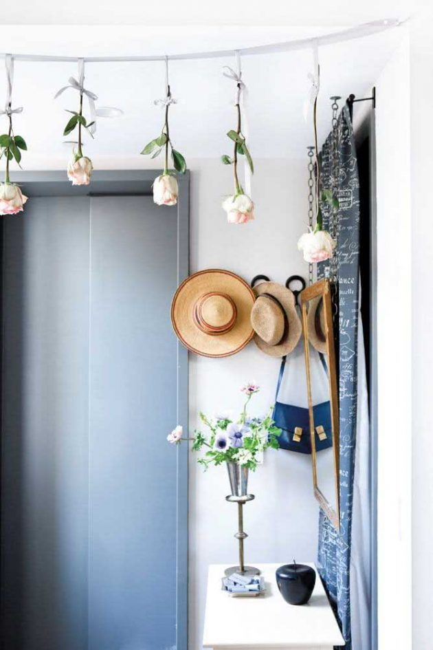 How to decorate a small lobby